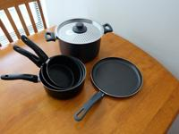 Set of 3 saucepans + Pot with lid + Pancake pan bought