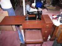 A must have Singer Sewing Machine in excellent