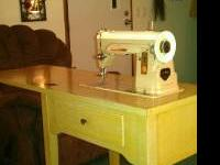 1960'S SINGER SEWING MACHINE MODEL 404. WORK'S BUT