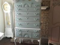 A beautiful shabby chic Queen Anne Style for your