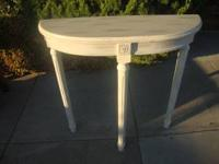 Side Table Excellent Condition Call Shane  Location: