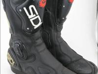 SIDI Motorcycle Racing/Sport Riding Boots. This pair of