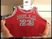 This is a Chicago Bulls Michael Jordan jersey. Has