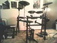 BRAND NEW USED ONCE , SIMMONS ELECTRIC DRUM SET WITH