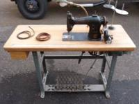 Very nice industrial singer sewing machine #95-80 see