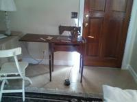 HELLO,. I HAVE AN ANTIQUE SINGER SEWING MACHINE WITH