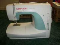 Singer Sewing Machine, has 18 different stitches,
