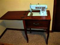 Singer Sewing Machine in Wooden Cabinet w/ metal