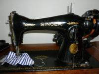 Singer sewing machine w/cabinet, several attachments