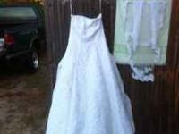 Beautiful Size 10 Wedding Dress (can be altered) &