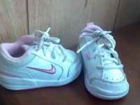almost new condition size 4 pink and white nike baby
