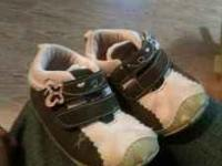 Cute pink and brown carters girls size 4 toddler shoes