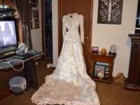Beautiful size 5 wedding dress,worn for maybe 30