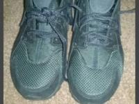 LIKE NEW SIZE.7 NIKE HUARACHES. PERFECT CONDITION. I
