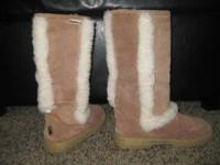 25$ Nice Beige bearpaw boots. Never been used , size 8.