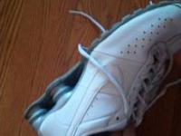 Selling my Nike shox size 9. In great condition. Asking