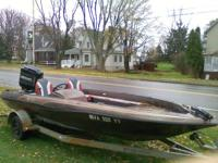 1989 Skeeter SD 125 17ft Bass Boat. Have new seats and