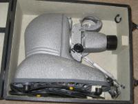 Slide Projector with Case & Attachments / 500 Watts /