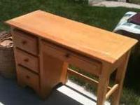 LIGHT COLORED NATURAL OAK DESK. GOOD CONDITION. NON