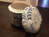 Small willow patterned, ceramic trinket box. Asking