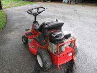 Excellent Cond Snapper riding mower with a 28 inch Hi