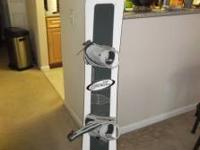 I AM SELLING MY SNOWBOARD, IT IS A PALMER, IN GREAT