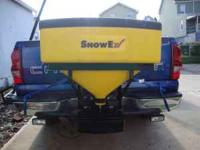 Snow ex 575 tailgate salt spreader in excellent