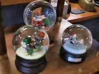 Snow Globes -- sold seperate     Get there 1st and