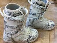 Thirty Two Snowboard Boots Size 10. Like new, worn