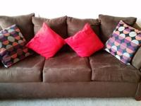 Semi-attached cushion design, which contours to the