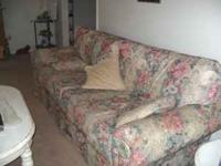 Beautiful floral print sofa & love seat. Comes with 4