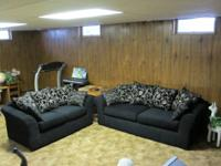 BEAUTIFUL SOFA & LOVESEAT IN NEW CONDITION!!!   BLACK