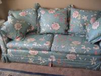Sofa -- Floral -- light blue 2 Seat cushions with extra