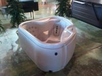 Mint condition Hot Tub for 2 adults. Vinyl Cover, 2