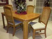 Dining room table in excellent condition. Solid oak