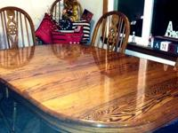 Gorgeous solid oak table with 2-panel expansion, 2