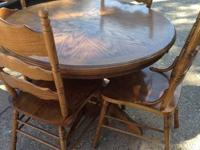 This is a beautiful solid oak round pedestal table with