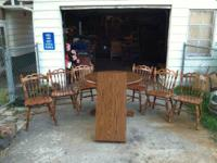 Nice solid OAK dining table with leaf and six chairs.