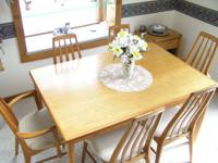 This beautiful dining set has 4 side chairs and 2 arm