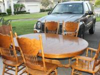 Solid wood dining room table with 6 chairs. 4' Round
