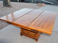 Very Good Condition Solid Wood table with leaf inside