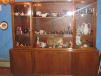China Cabinet. Beautiful/Excellent condition. Base: