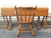 Beautiful kitchen table w/leaf & 3 chairs, Hale of