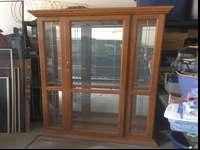 This stately, solid oak china/curio display cabinet has