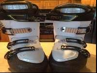 I am offering my Solomon energyzer ski boots. There are