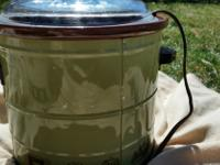 Type:KitchenType:AccessoriesTwo crock pots in working