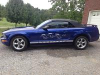 2005 ford convertible blue mustang with brand new top