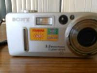 SONY CYBER-SHOT DIGITAL CAMERA - IN ORGINAL BOX - 3.2