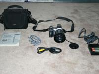 Sony DSC-H1 cyber-shot digital camera with case, cords