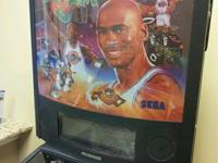 Selling my Michael Jordan Space Jam Pinball Machine.